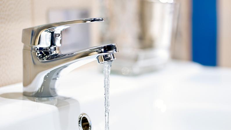 Lad ikke vandet løbe imens du børster tænder